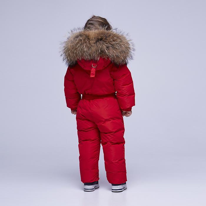 Детский однотонный зимний комбинезон красного цвета и опушкой из натурального меха