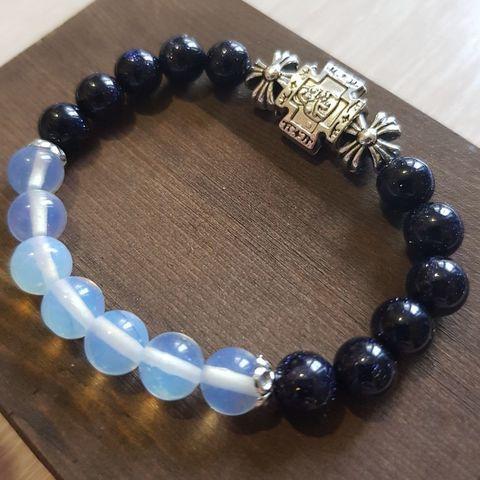 Браслет из натуральных камней: синий Авантюрин и Лунный камень (с Богородицей)