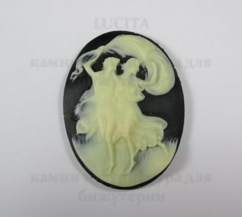 """Камея """"Две танцующие грации""""  цвета слоновой кости на черном фоне 40х30 мм ()"""