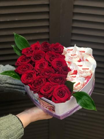 Розы и раффаэлло в коробочке сердце #18109