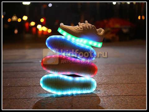 Светящиеся кроссовки с USB зарядкой Fashion (Фэшн) на шнурках, цвет черный, светится вся подошва. Изображение 23 из 27.