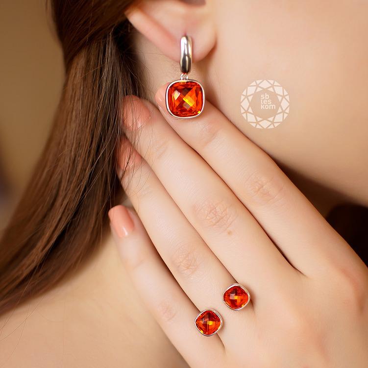 Кольцо из серебра с красным кристаллом Swarovski