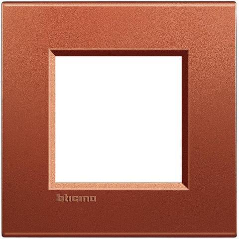 Рамка 1 пост, прямоугольная форма. ШЁЛК. Цвет Коричневый шёлк. Немецкий/Итальянский стандарт, 2 модуля. Bticino LIVINGLIGHT. LNA4802RK