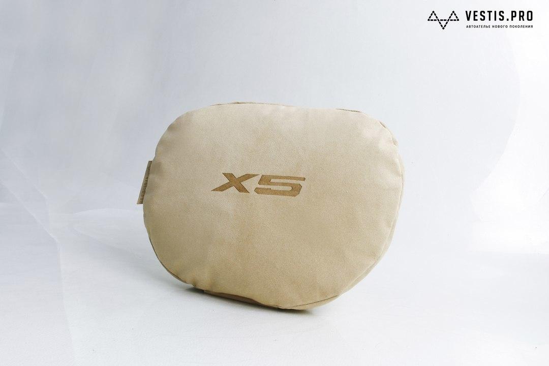 Подушка на подголовник Vestis из оригинальной алькантары