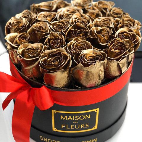 Золотые розы в коробке Maison Des Fleurs