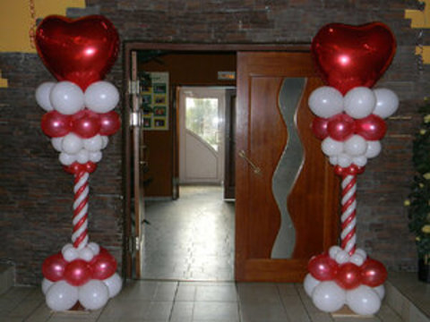 колонна из шаров с сердцем