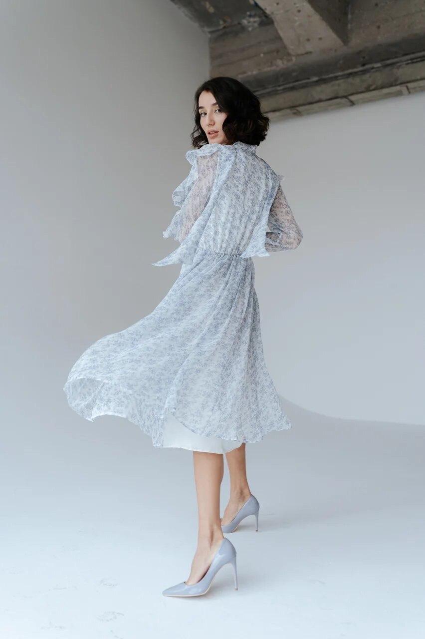 Платье миди из шифона (голубые цветы)