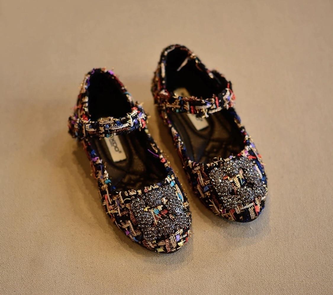Туфли с брошью