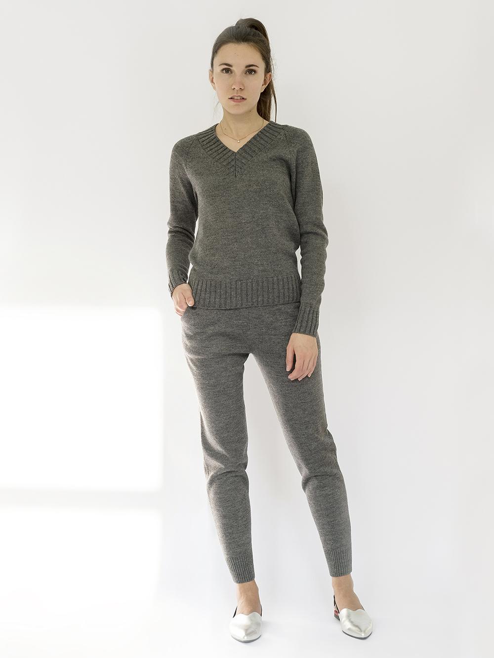 Женские брюки темно-серого цвета - фото 1