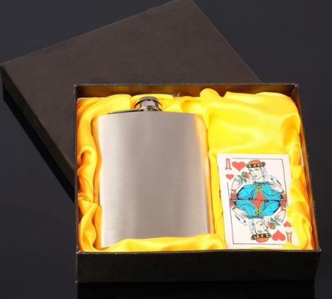 Подарочный набор 2-в-1 с фляжкой и картами