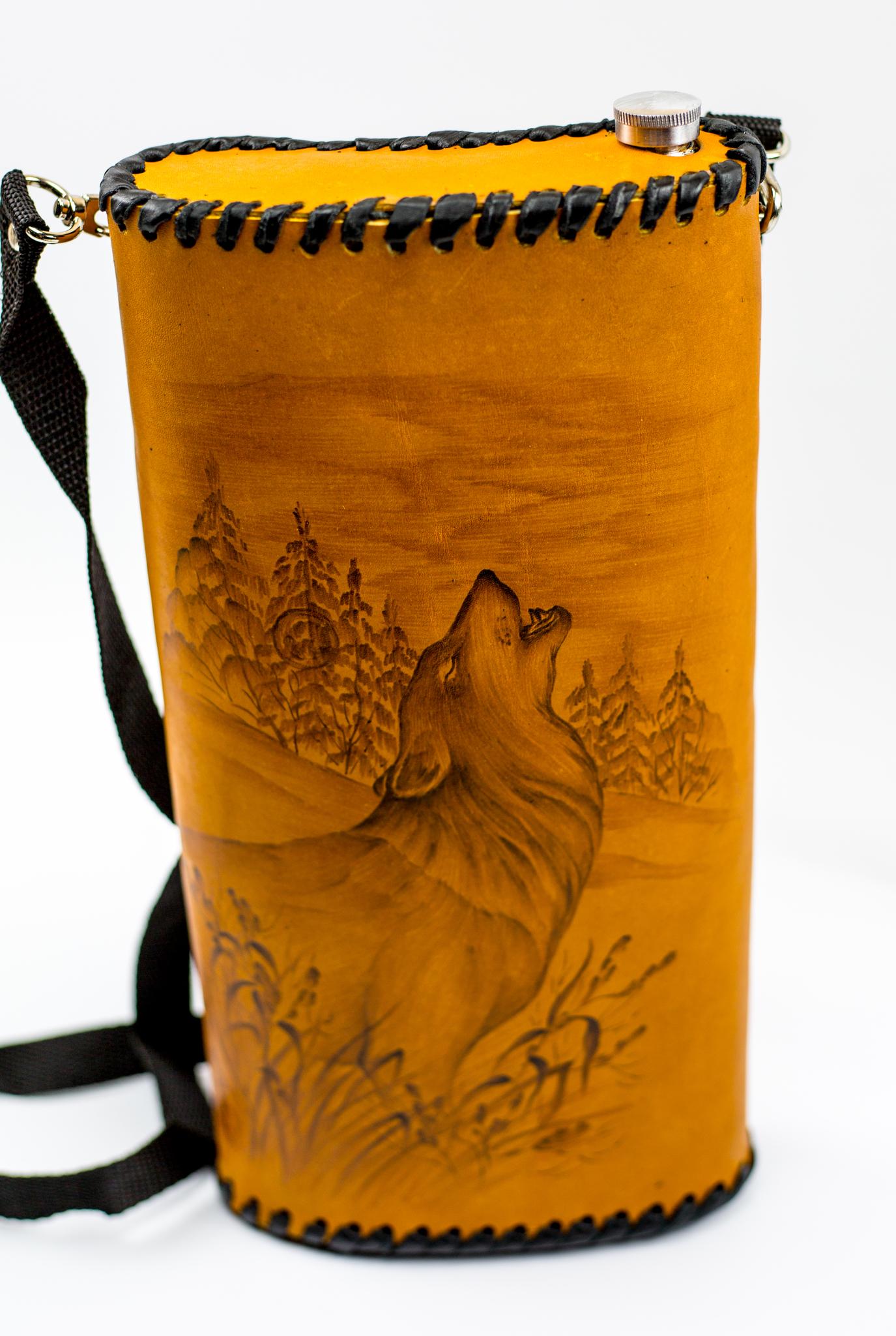 Фляга «Волк», чехол натуральная кожа с художественным выжиганием, 2 л фляга c оленем натуральная кожа 900 мл