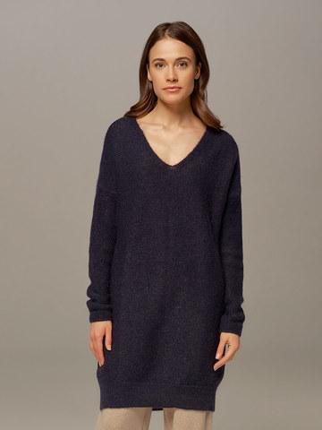 Женский удлиненный джемпер темно-синего цвета с V-образным вырезом  - фото 2