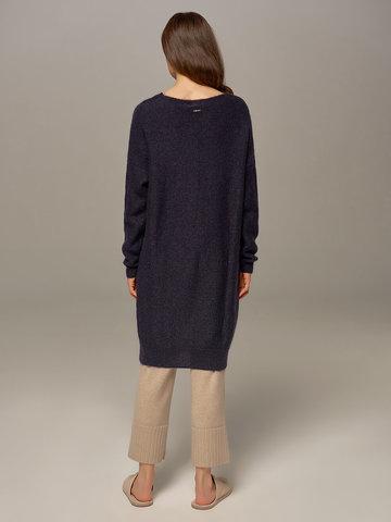 Женский удлиненный джемпер темно-синего цвета с V-образным вырезом  - фото 5