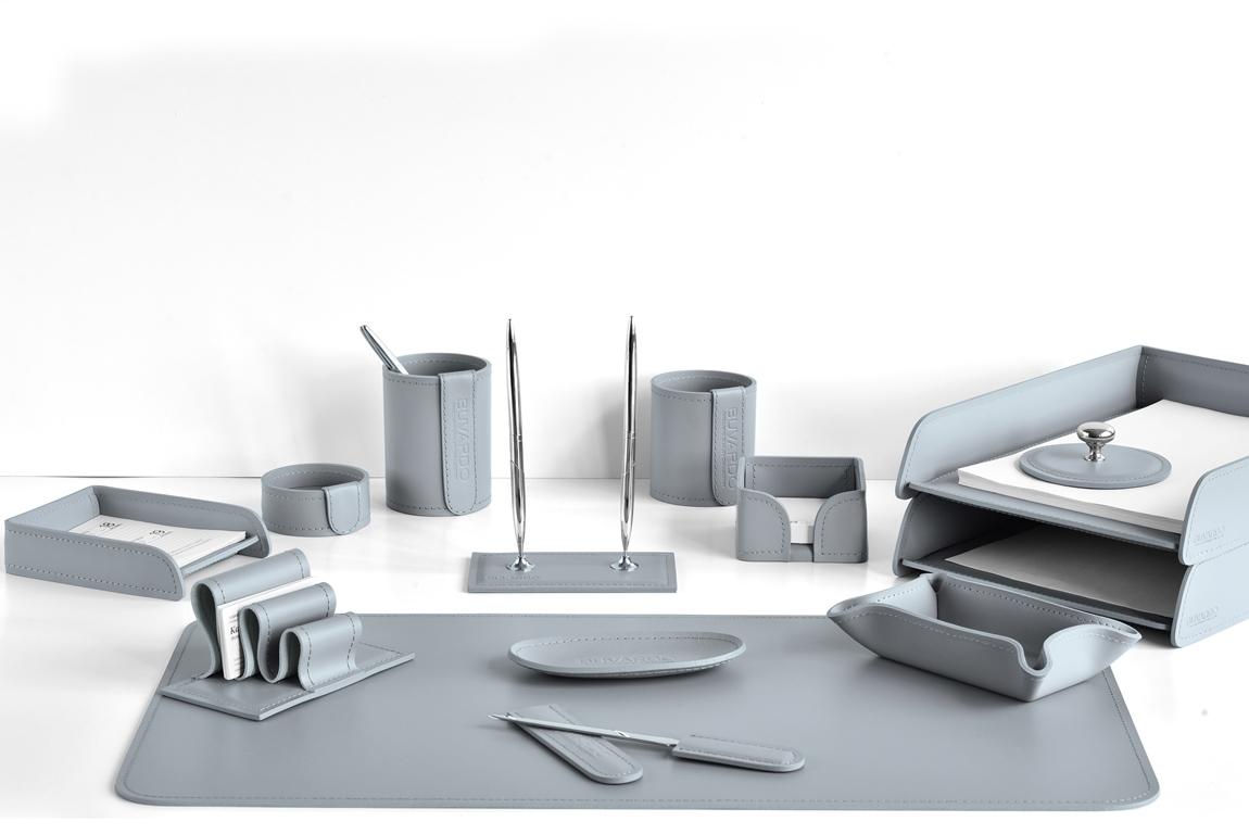 серый кожаный набор на стол buvardo