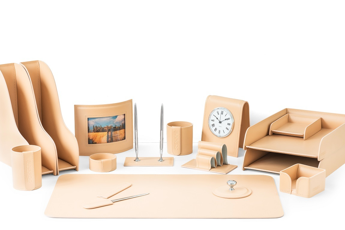 Набор письменных принадлежностей для руководителя 16 предметов из кожи цвет naturale