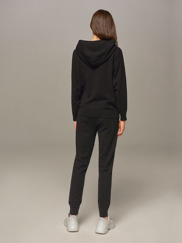 Женский джемпер черного цвета с капюшоном - фото 3