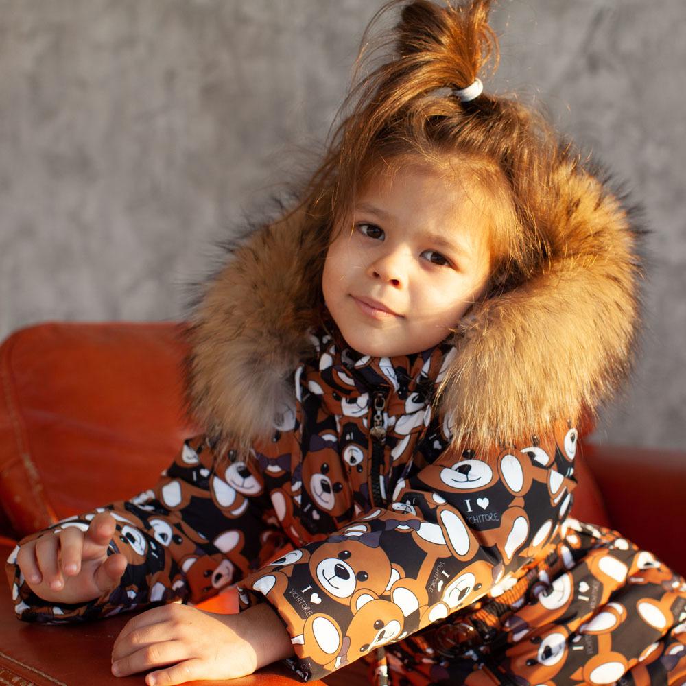 Детский зимний комбинезон черного цвета с принтом «Мишки» и опушкой из натурального меха
