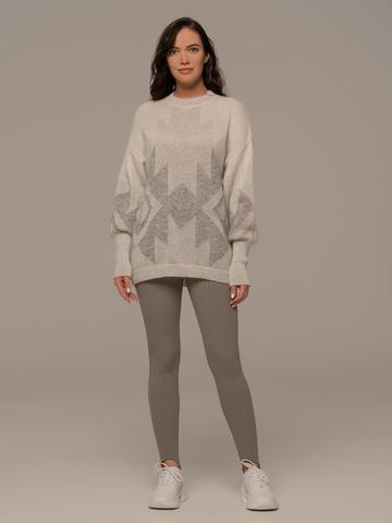 Женский джемпер светло-серого цвета с принтом - фото 3