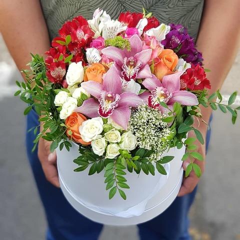 Коробка белая микс цветы 7