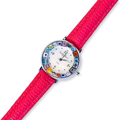 Часы на красном кожаном ремешке с разноцветным циферблатом