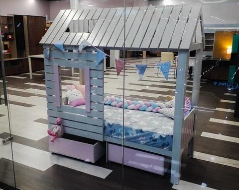 Кровать-домик АМИ-2 (крыша двускатная) с ящиками правая