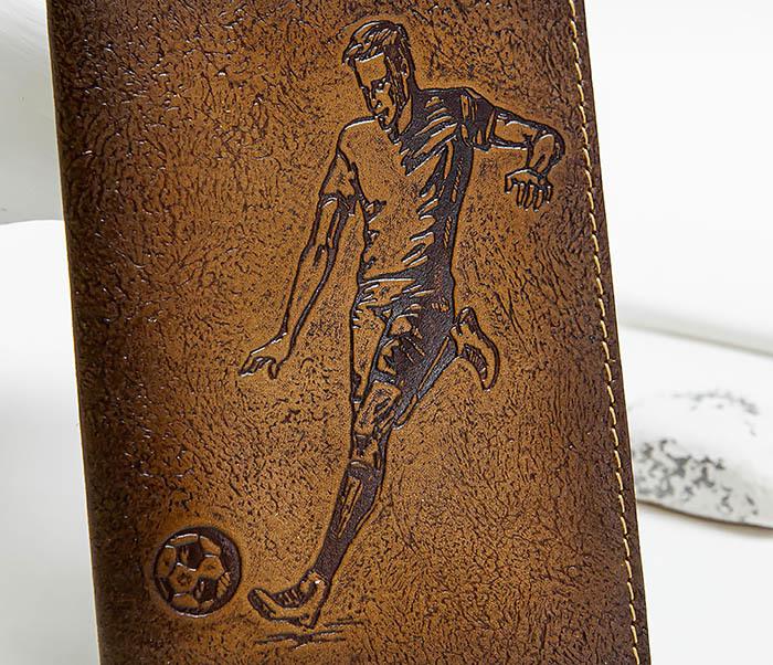 BY144102 Кожаная обложка для паспорта с изображением футболиста фото 02