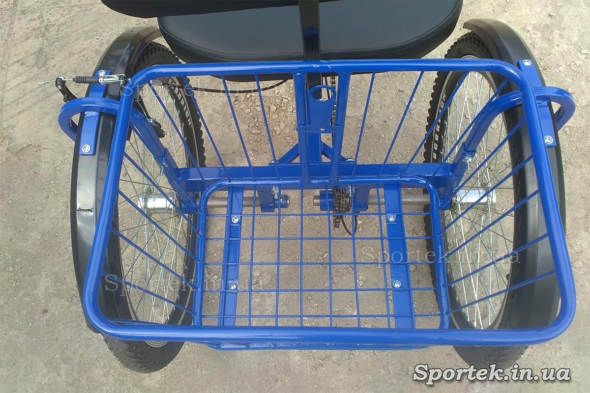 Задняя корзинка на трехколесном велосипеде 'Атлет с корзинкой'
