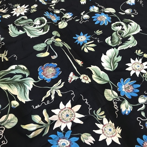 Ткань вискоза темно-синяя с лианами 3259