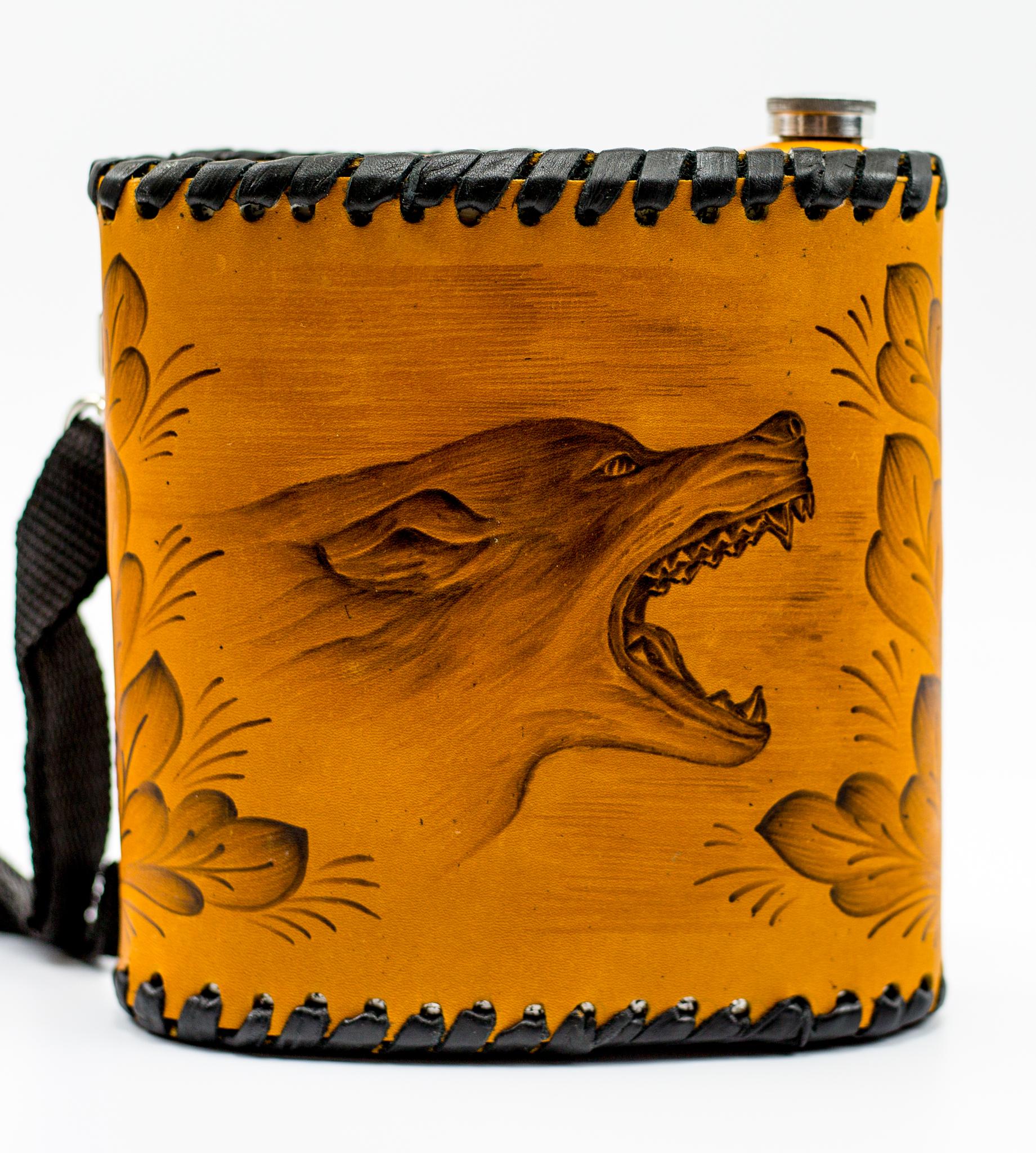 Фляга «Волк», чехол натуральная кожа с художественным выжиганием, 1 л