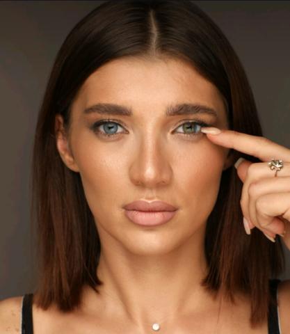 Голубые на зеленых глазах