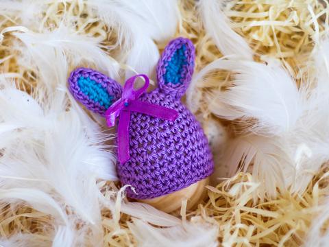 Великодній декор. Шапочка на крашанки - Кролик фіолетовий з бірюзовими вставками.