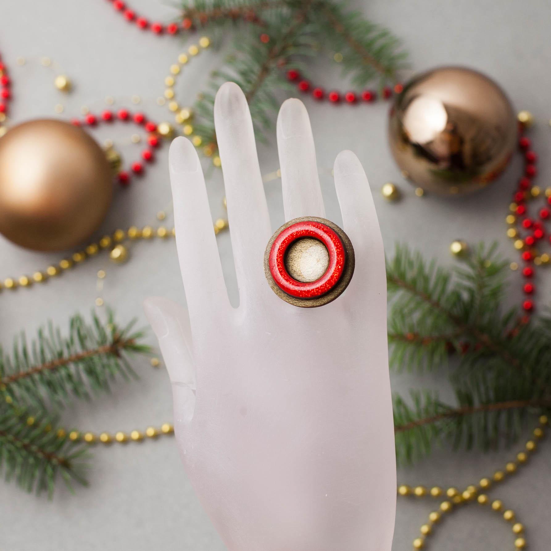 Кольцо красный блеск крупное