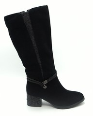 Черные сапоги еврозима из натурального велюра на декорированном каблуке