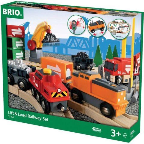 BRIO Набор железной дороги с подъемниками, переездами, грузами и поездом на батарейках, 75 деталей