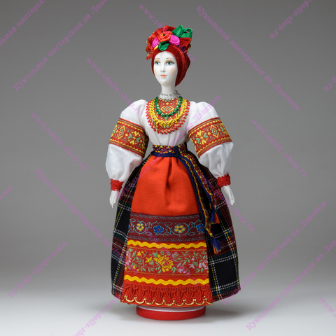 Фарфоровая кукла в украинском костюме