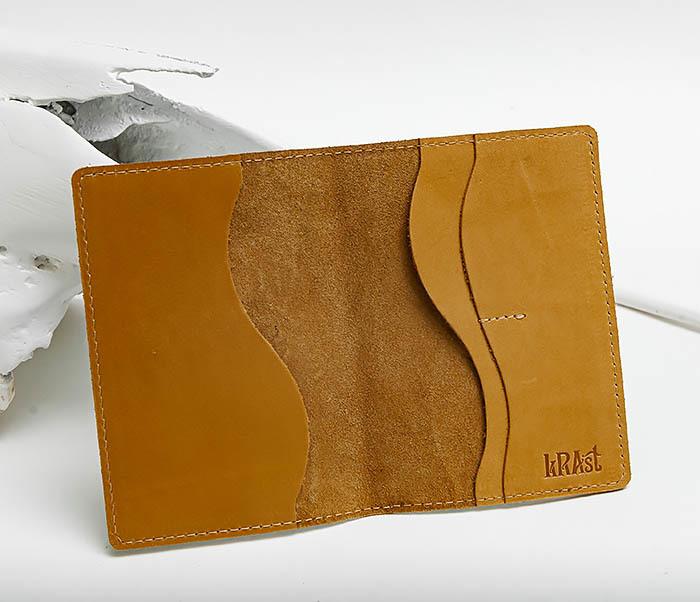 BY140211 Прикольная обложка на паспорт из кожи «Настоящий Мужик» фото 05