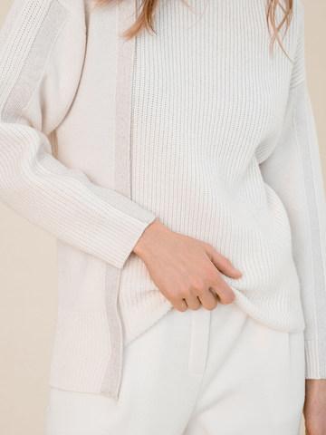 Женский свитер молочного цвета из шерсти и кашемира - фото 3