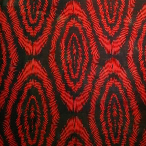 Платок У002-790 - С приходом осенних холодов стоит задуматься не только о покупке стильного пальто, но и об аксессуарах к нему. С этой задачей легко справится шейный платок. Классическое сочетание красного и черного – идеальное сочетания для ярких осенних красок. Платок выполнен из 100 % вискозы – натуральное волокно, полученное искусственным путем. Материал нежный на ощупь, тонкий, и шелковистый.