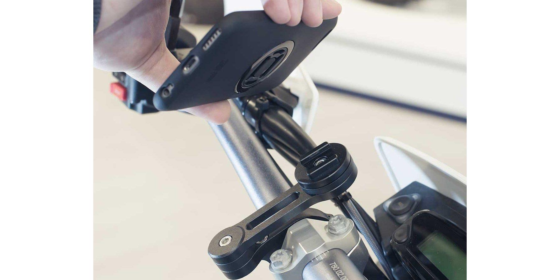 Крепление для смартфона на мотоцикл SP Moto Mount Pro установка смартфона