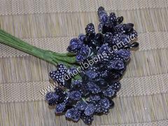 Тычинки с ягодами в букете черные