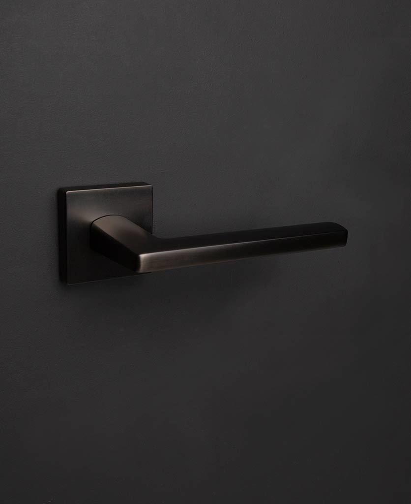 Дверные ручки Дверная ручка D40 Lowry-Door-Handle-Bronze-3.jpg