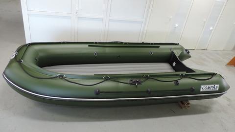 Надувная лодка с тоннелем под водомет