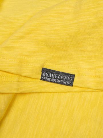 Футболка с длинными рукавами жёлтого цвета с V-вырезом