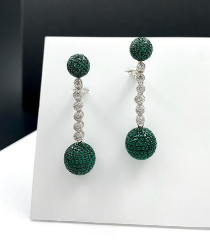 Серебряные серьги- шары с зелёными микроцирконами