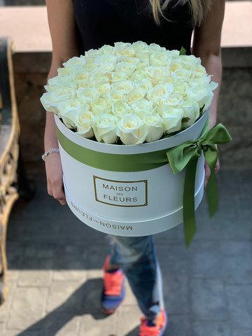 45 белых роз в коробке Maison Des Fleurs