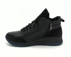 Черные кожаные ботинки на объемной подошве