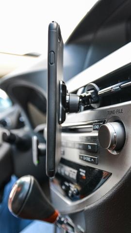 Автомобильный магнитный держатель AXPER Magic Vent