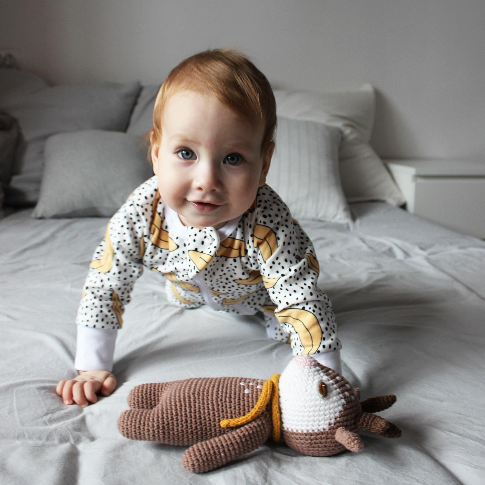 Комбинезон из микрофлиса с открытой ножкой Mjölk Sleep and Play Бананы