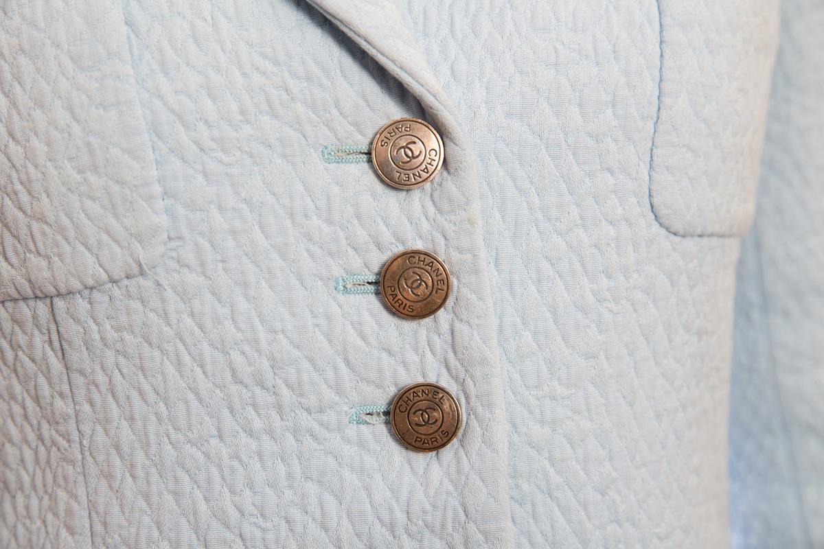 Элегантный бледно-голубой костюм Chanel, 36 размер