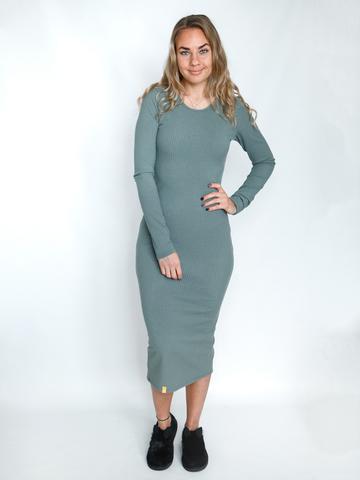 Платье трикотажное с округлым вырезом эвкалиптовое